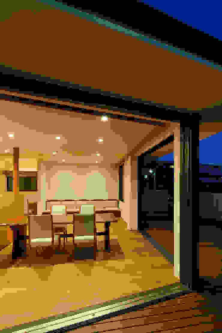 東金町の家 モダンデザインの リビング の 向山建築設計事務所 モダン