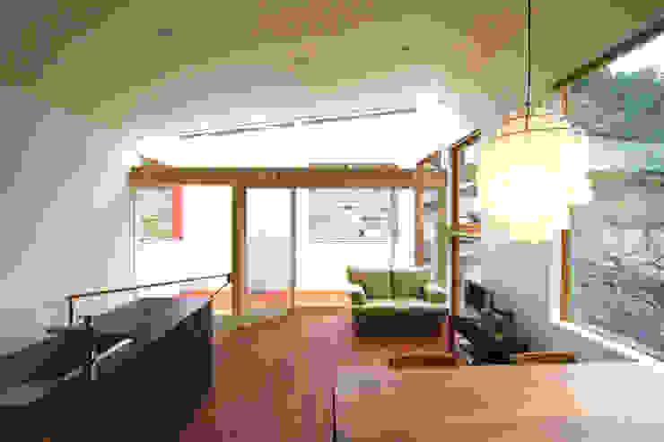 極楽寺の家 モダンデザインの テラス の 向山建築設計事務所 モダン