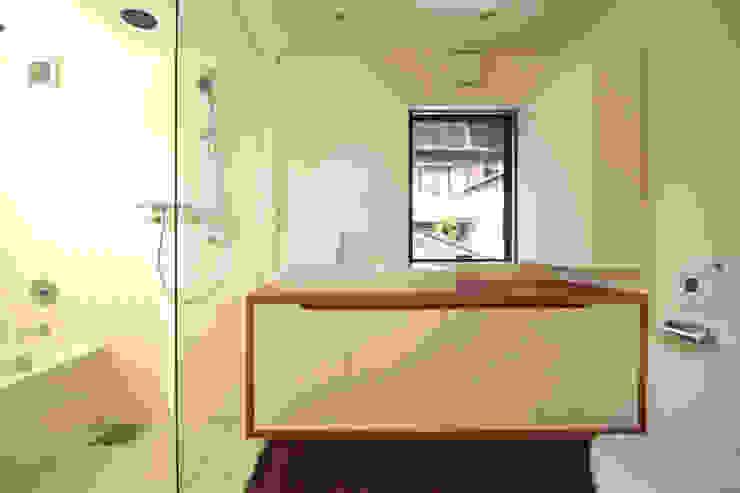 Bathroom by 向山建築設計事務所