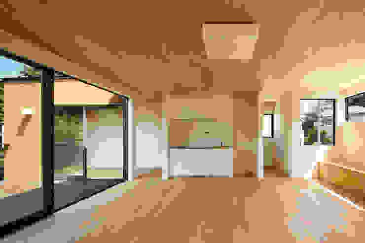 玉縄台の家: 向山建築設計事務所が手掛けたリビングです。,