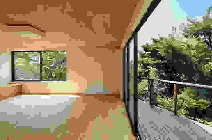Varandas, alpendres e terraços modernos por 向山建築設計事務所 Moderno
