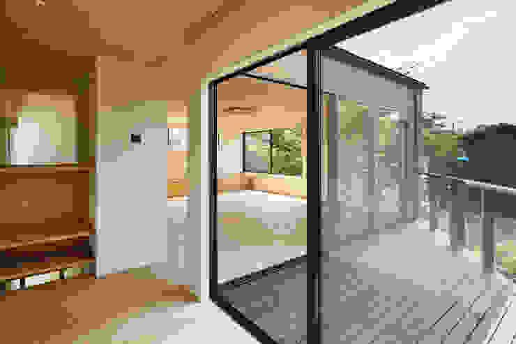 玉縄台の家: 向山建築設計事務所が手掛けたテラス・ベランダです。,