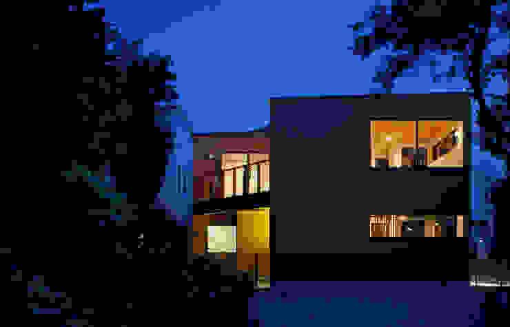 Casas modernas por 向山建築設計事務所 Moderno