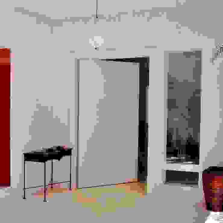 Hall de entrada externo Varandas, alpendres e terraços minimalistas por Kika Prata Arquitetura e Interiores. Minimalista