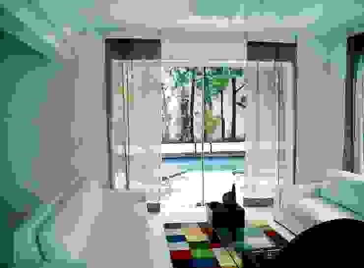 Acesso à varanda da piscina Salas de estar minimalistas por Kika Prata Arquitetura e Interiores. Minimalista