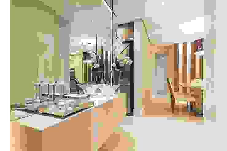 Rolim de Moura Arquitetura e Interiores Modern corridor, hallway & stairs Beige