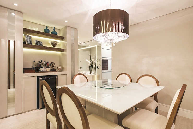 Rolim de Moura Arquitetura e Interiores Modern dining room Beige