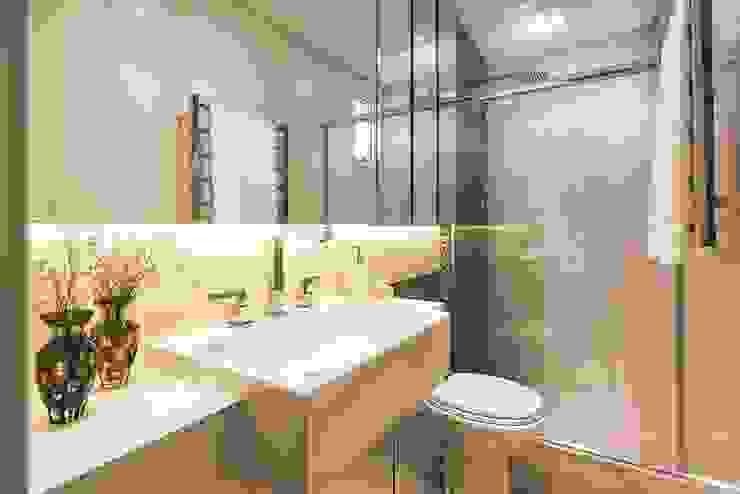 Rolim de Moura Arquitetura e Interiores Modern bathroom White