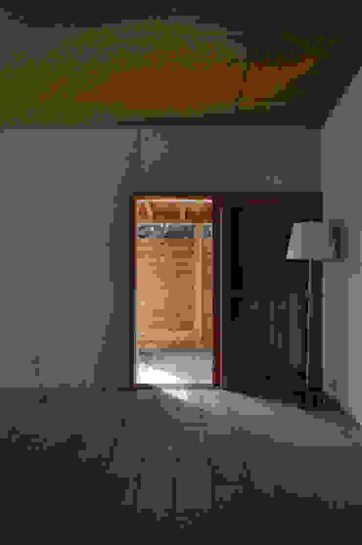 池田町の平屋 モダンな 窓&ドア の スペースワイドスタジオ モダン