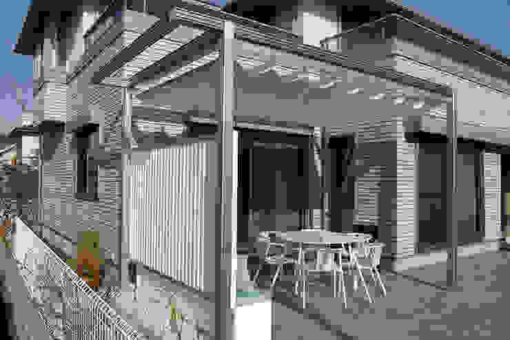 一級建築士事務所エイチ・アーキテクツ Modern balcony, veranda & terrace Synthetic White