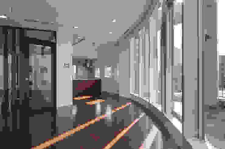 リビングダイニング モダンデザインの リビング の K2・PLAN 株式会社本多建築設計事務所 モダン ガラス