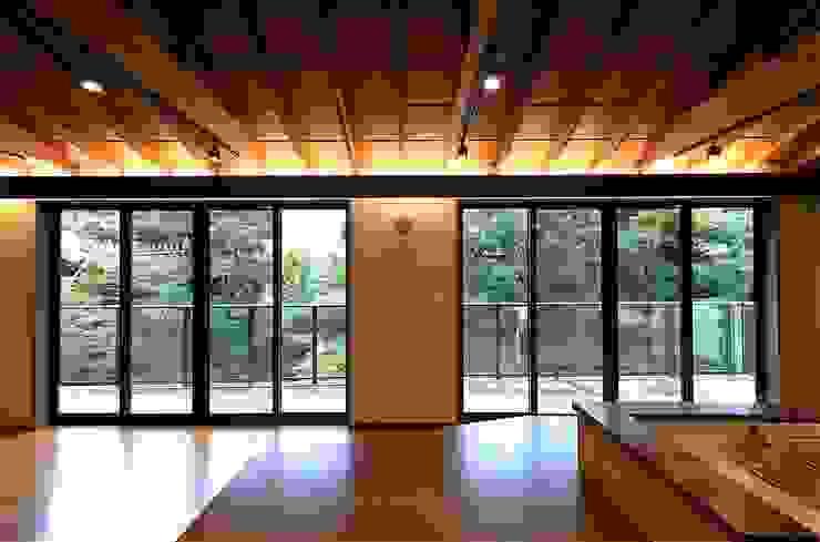 これからも自分らしく歩むための居所 -楽庵ー 和風デザインの リビング の atelier shige architects /アトリエシゲ一級建築士事務所 和風 木 木目調