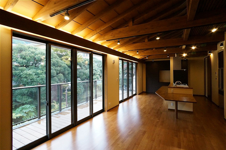 Livings de estilo  por atelier shige architects /アトリエシゲ一級建築士事務所, Asiático Madera Acabado en madera