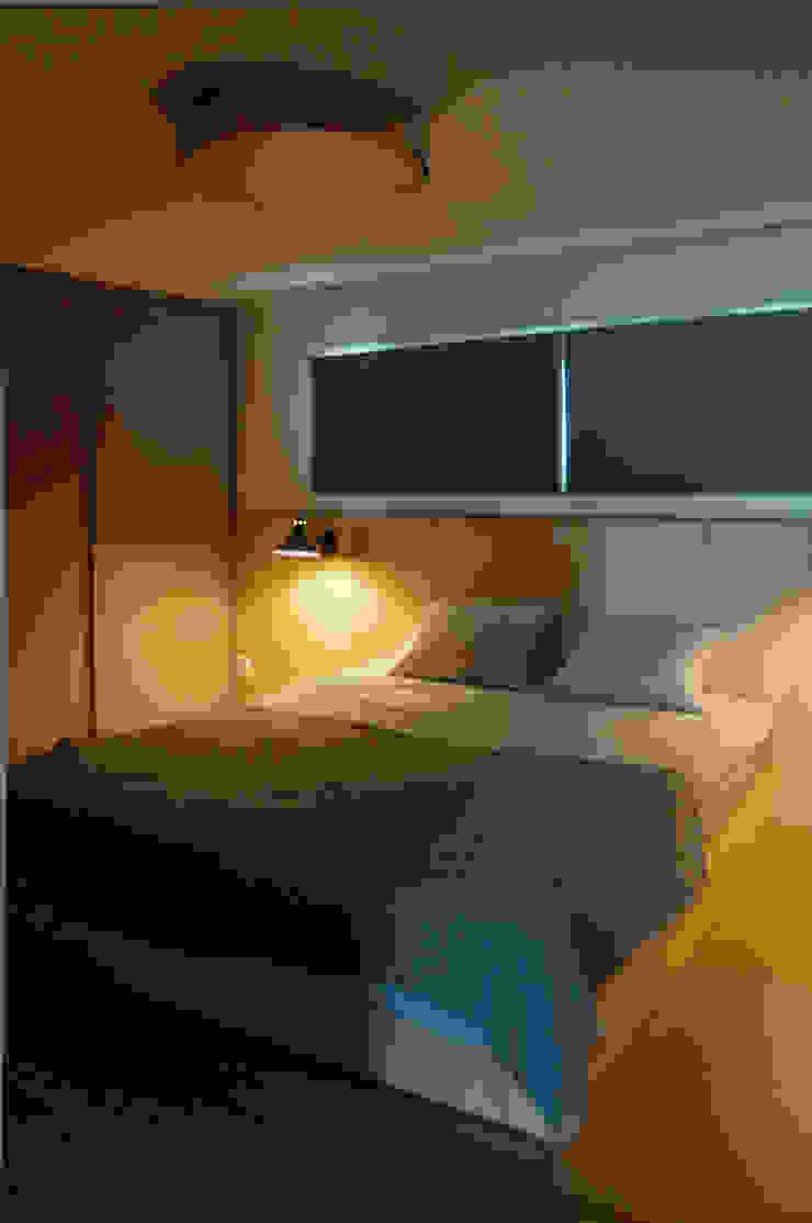 따스한 분위기의 원목헤드 침실 모던스타일 침실 by 마르멜로디자인컴퍼니 모던