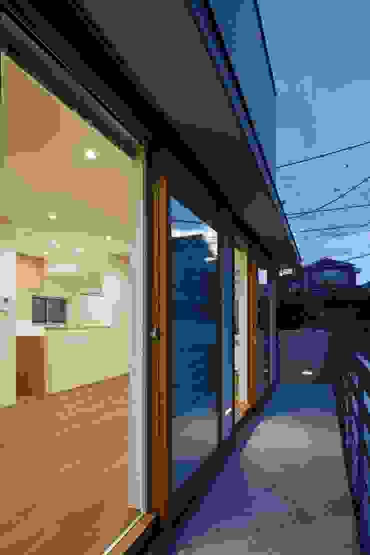 初声町の家 モダンな 窓&ドア の 向山建築設計事務所 モダン