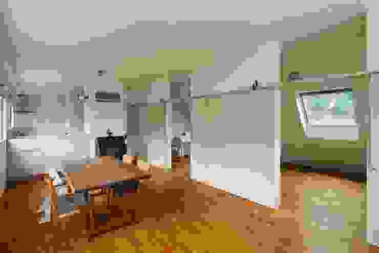 三鷹の家 モダンデザインの リビング の 向山建築設計事務所 モダン