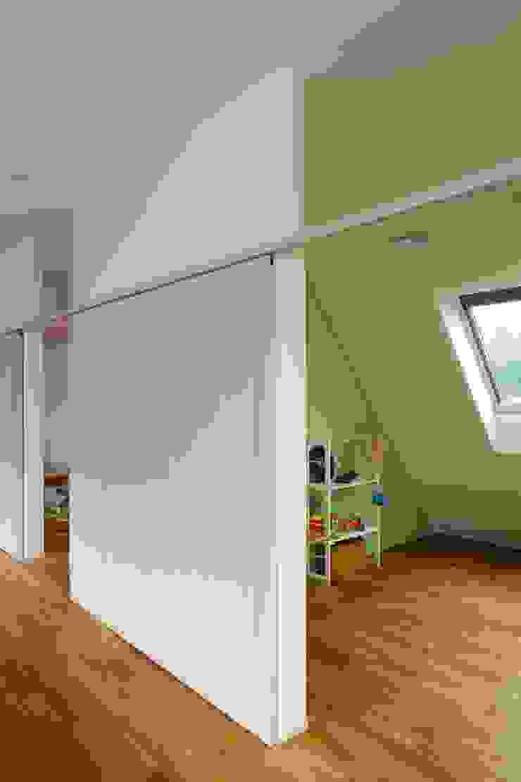 三鷹の家 モダンデザインの 子供部屋 の 向山建築設計事務所 モダン