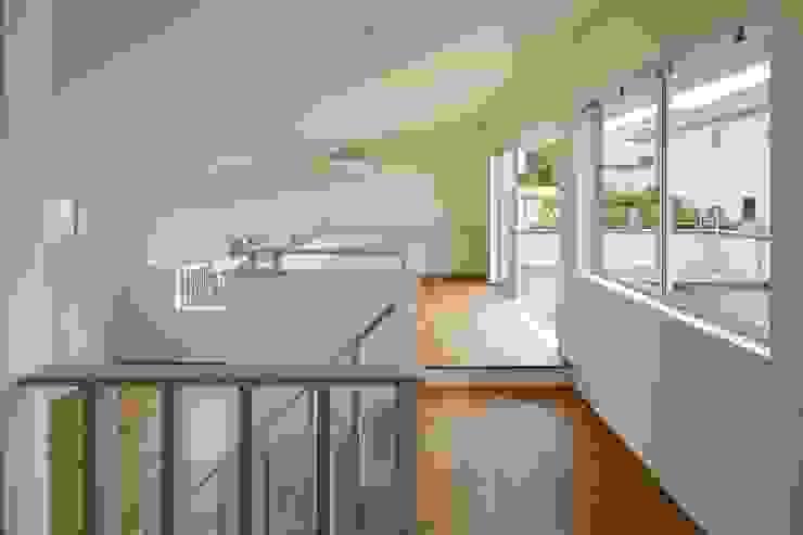 片瀬山の家Ⅱ モダンデザインの ダイニング の 向山建築設計事務所 モダン