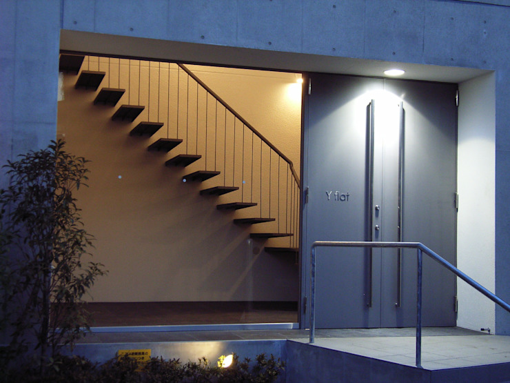 Y flat モダンな 家 の 向山建築設計事務所 モダン