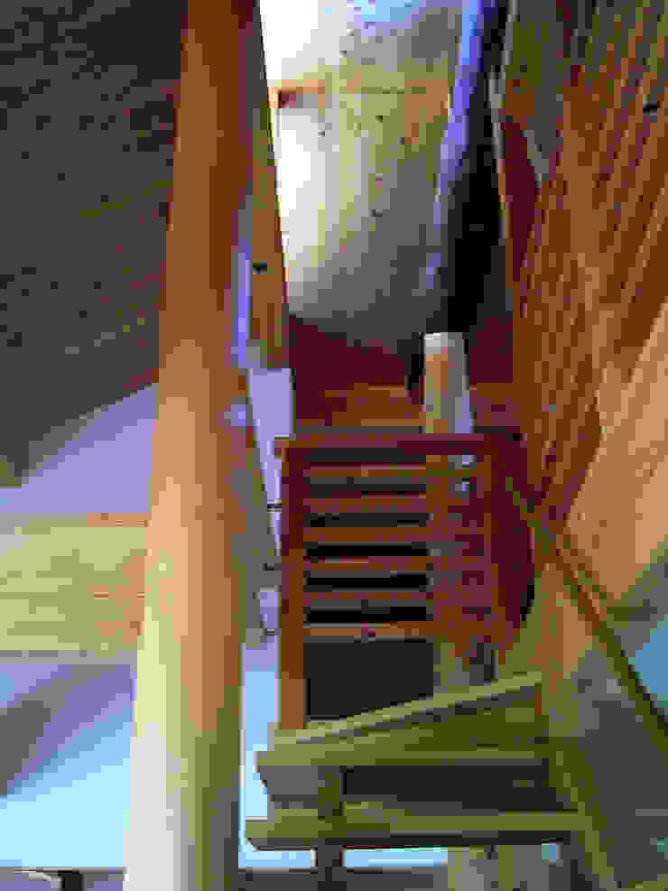 計画工房 辿 Eclectic style corridor, hallway & stairs Solid Wood