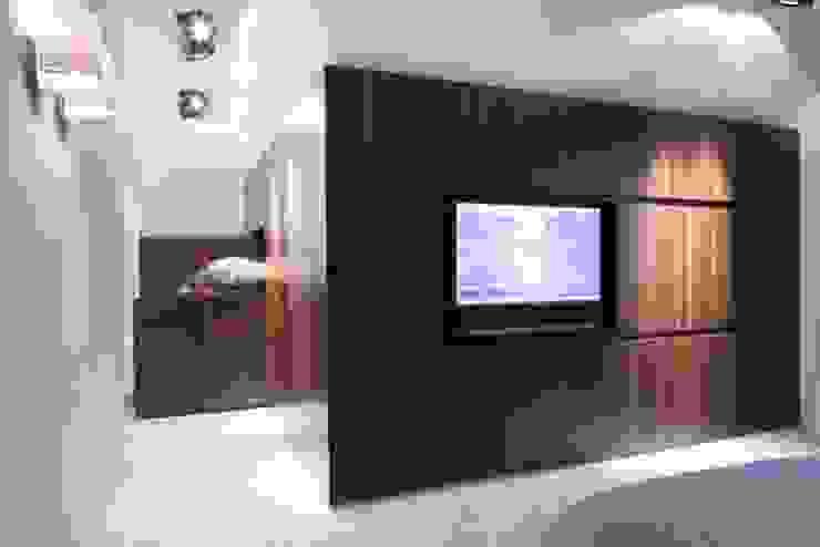Modern style bedroom by SMEELE Ontwerpt & Realiseert Modern
