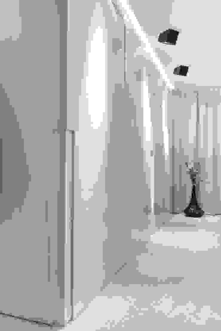 Inloopruimte Moderne badkamers van SMEELE Ontwerpt & Realiseert Modern