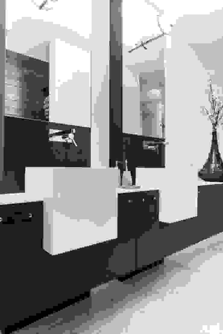 Badruimte met maatwerk wastafelmeubelen Moderne badkamers van SMEELE Ontwerpt & Realiseert Modern