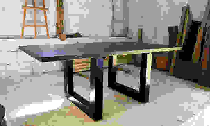 Pracownia Blaise Handmade Furniture od Blaise Handmade Furniture Minimalistyczny Lite drewno Wielokolorowy