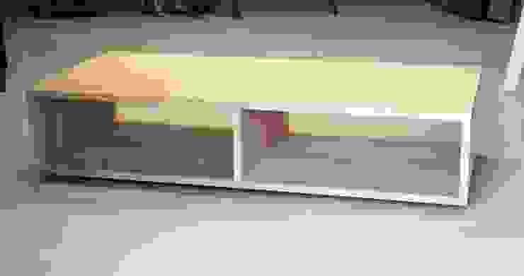 Stolik kawowy od Blaise Handmade Furniture Minimalistyczny Lite drewno Wielokolorowy