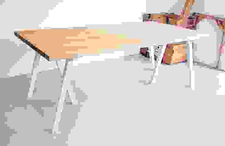 Stół z dębowym blatem Blaise od Blaise Handmade Furniture Minimalistyczny