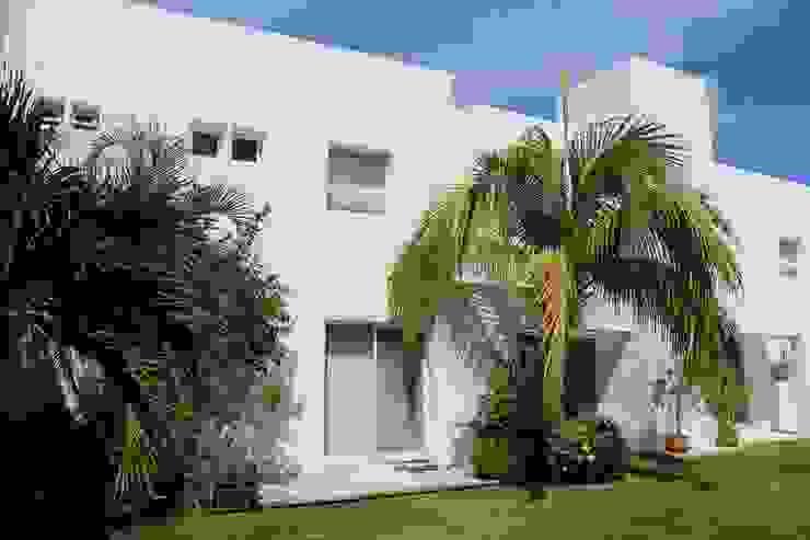 Casas minimalistas por A2 HOMES SA DE CV Minimalista