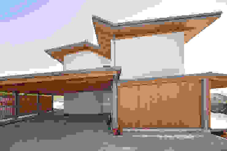 現代房屋設計點子、靈感 & 圖片 根據 Novello Case in Legno 現代風 木頭 Wood effect