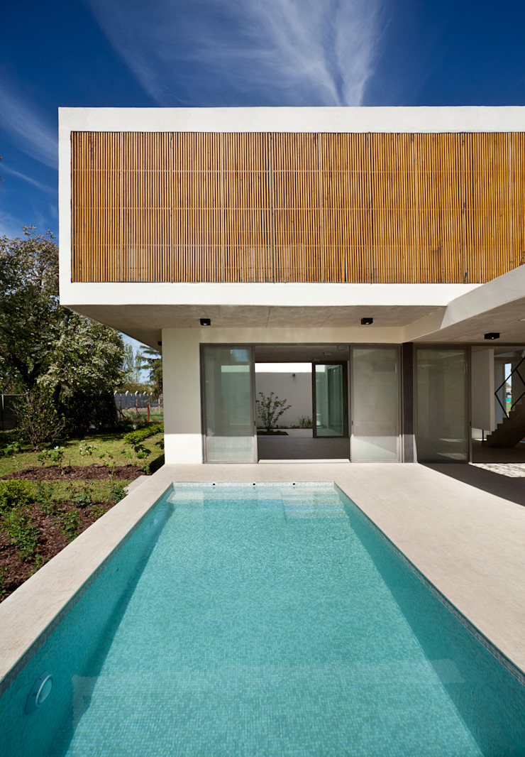 Modern Pool by VDV ARQ Modern