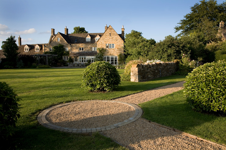 A country garden in the Cotswolds カントリーな 庭 の Bowles & Wyer カントリー