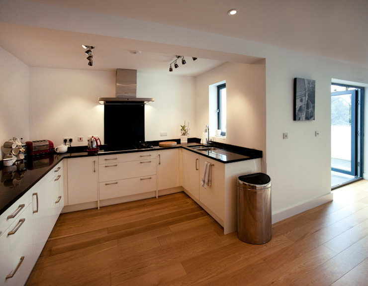 Trevanion, Bude, Cornwall Dapur Modern Oleh The Bazeley Partnership Modern