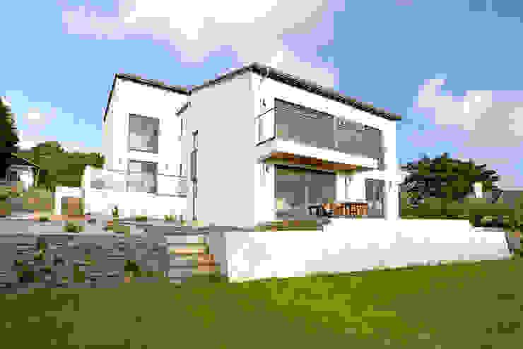 Trevanion, Bude, Cornwall by The Bazeley Partnership Сучасний