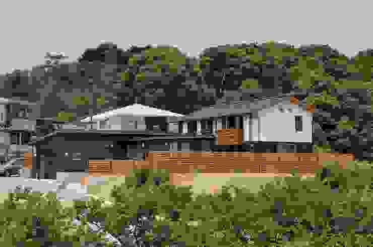 Rumah Gaya Asia Oleh shu建築設計事務所 Asia Kayu Wood effect
