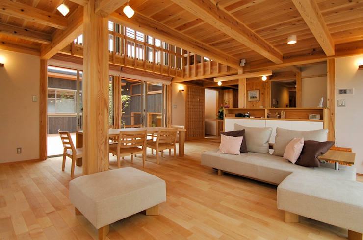 Ruang Keluarga Modern Oleh shu建築設計事務所 Modern Kayu Wood effect