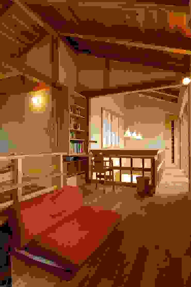 Salas de entretenimiento de estilo moderno de shu建築設計事務所 Moderno Madera Acabado en madera