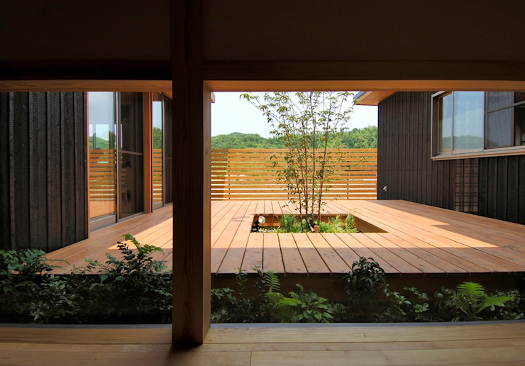 Asian style balcony, porch & terrace by shu建築設計事務所 Asian Wood Wood effect