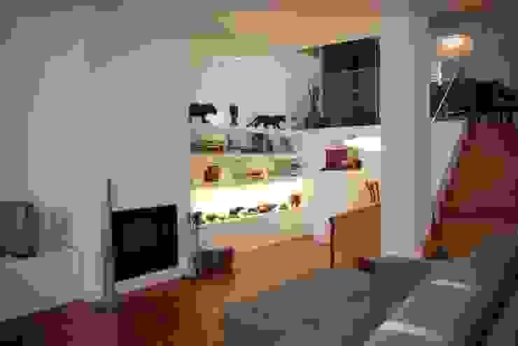 Projecto Vale Pisão - Gabinete de Arquitectura Inexistencia: Salas de estar  por Inexistencia Lda