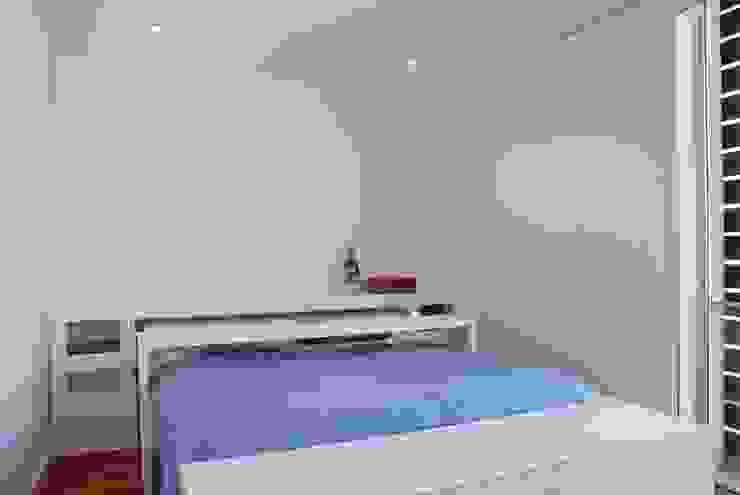 Projecto Vale Pisão – Gabinete de Arquitectura Inexistencia Quartos modernos por Inexistencia Lda Moderno