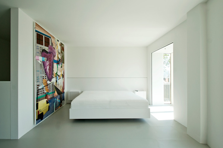 Minimalist bedroom by DER RAUM Minimalist