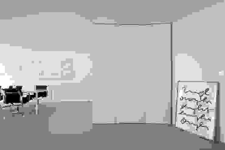 Wohnbereich Minimalistische Wohnzimmer von DER RAUM Minimalistisch