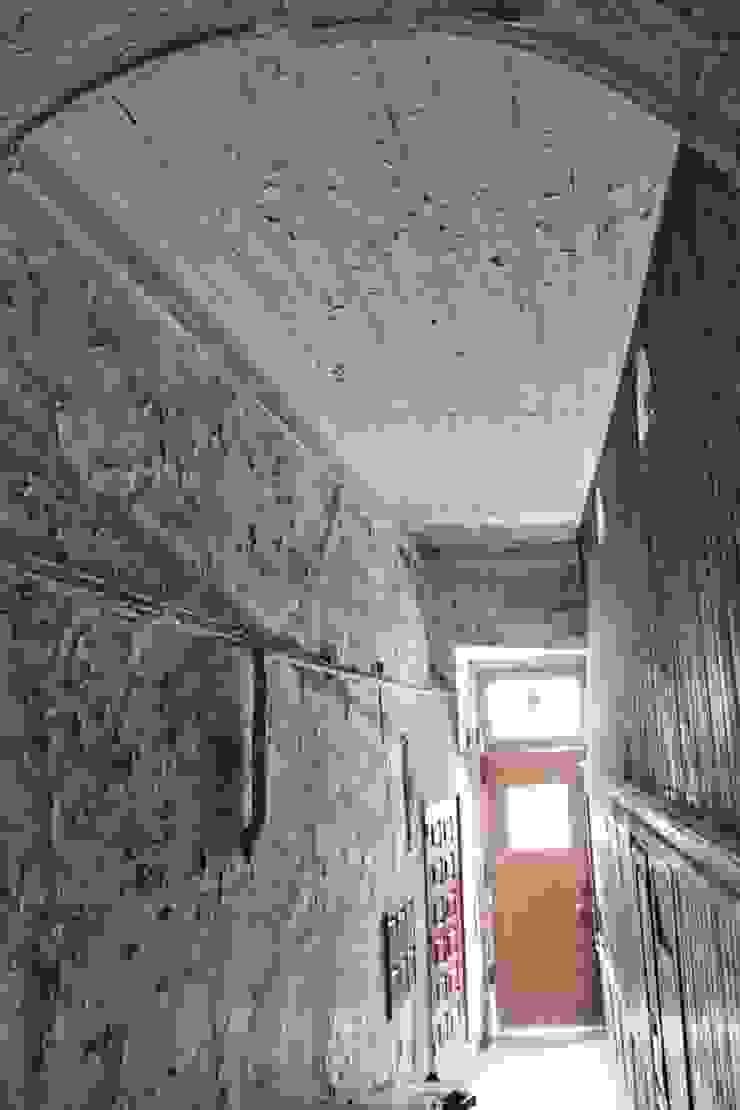 Old Entrance por Andre Espinho Arquitectura Minimalista