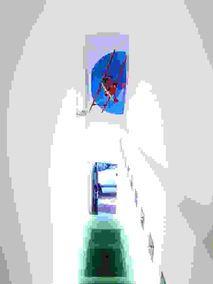 Firts floor studio entrance por Andre Espinho Arquitectura Minimalista