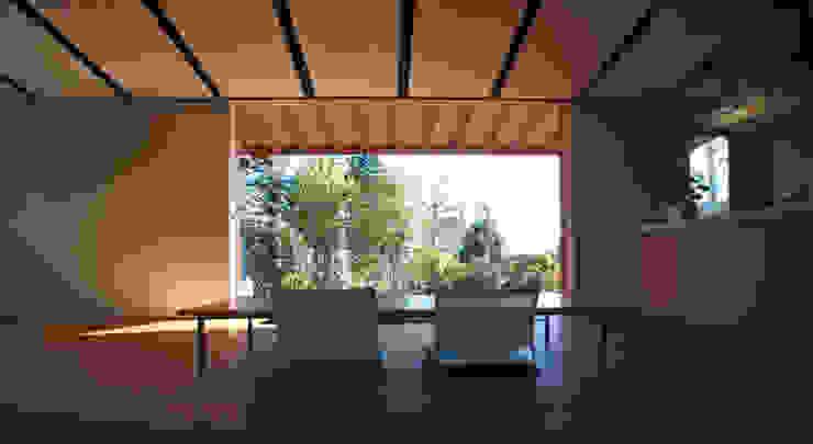 atami kk-house モダンデザインの リビング の 株式会社コヤマアトリエ一級建築士事務所 モダン
