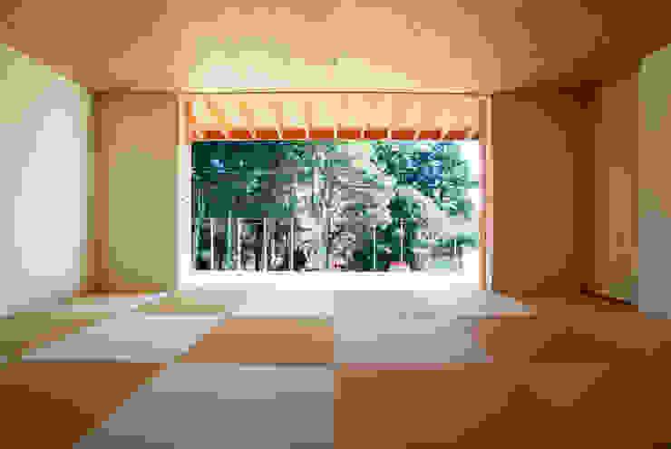 atami kk-house モダンスタイルの寝室 の 株式会社コヤマアトリエ一級建築士事務所 モダン