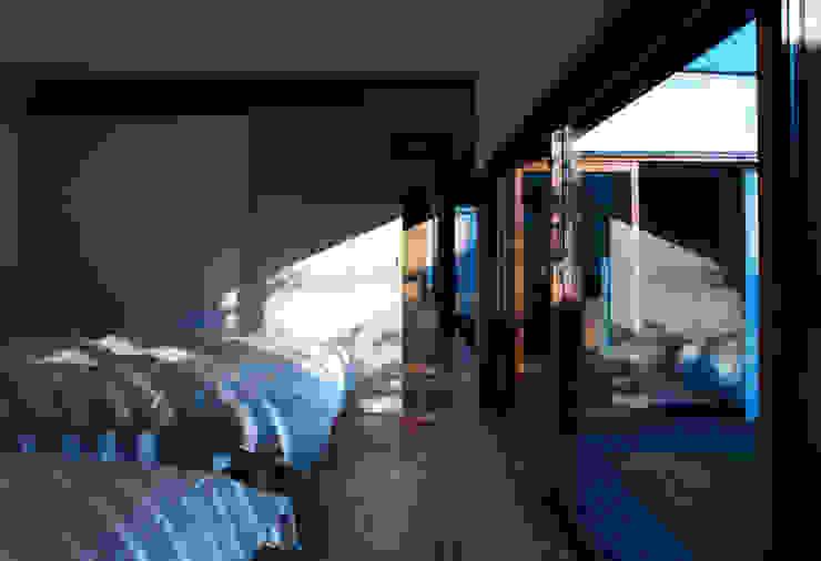 saga iy-house: 株式会社コヤマアトリエ一級建築士事務所が手掛けた寝室です。,モダン