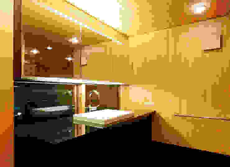 Modern Bathroom by 株式会社コヤマアトリエ一級建築士事務所 Modern